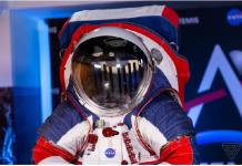 ناسا از لباس فضانوردان خود در ماموریت ماه در سال ۲۰۲۴ رونمایی کرد